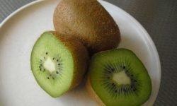 Kiwi: 18 benefici e proprietà per la salute