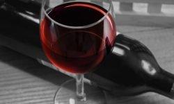 Vino rosso: 16 benefici e proprietà per la salute