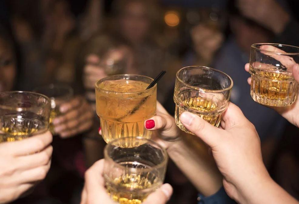 Sognare di bere alcolici